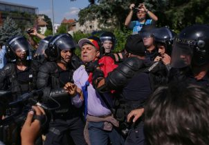 Romanian migrants rally against government
