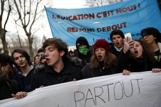 French students protest against recent education reform