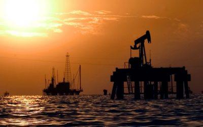 White House considers oil embargo on Venezuela