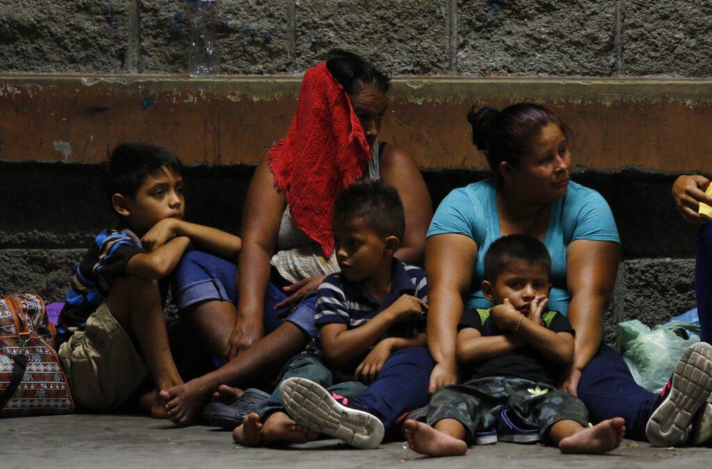 Migrant caravan advancing toward U.S. from Southern Mexico