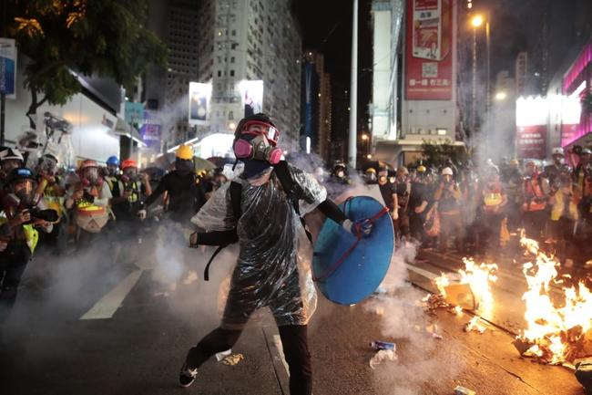 40% Of Hongkongers Want To Flee City Amid Protests And Imminent Recession