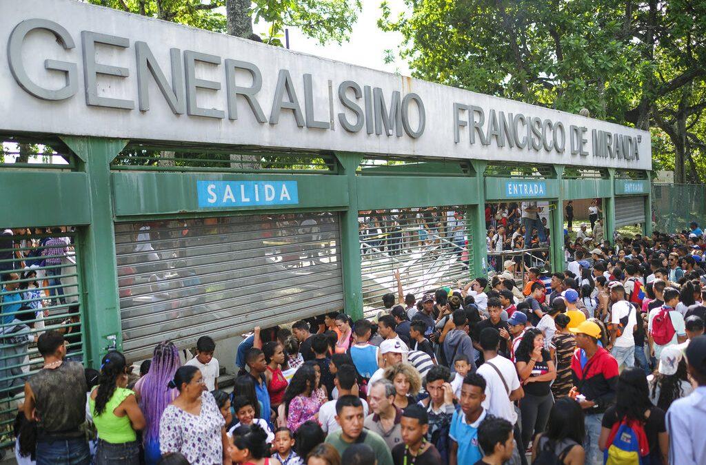 3 dead, 37 injured during stampede at concert in Caracas, Venezuela
