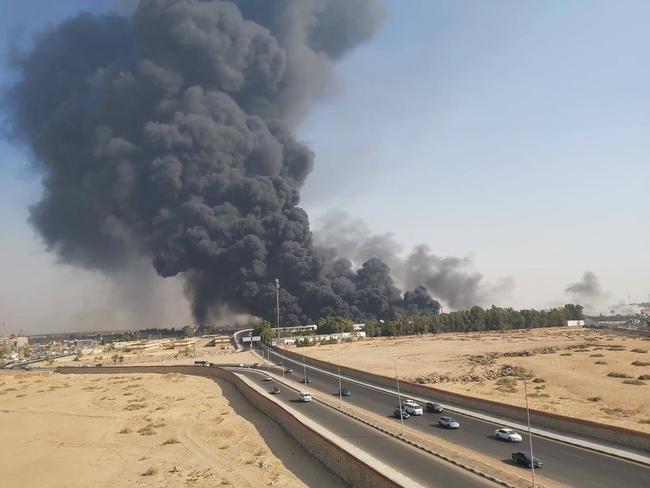 Massive Pipeline Fire In Egypt Burns Highway Of Vehicles