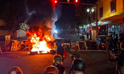Entire Portland police riot squad resigns after officer charged