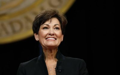 Gov. Kim Reynolds rejects Biden's call for $100 vaccine incentives